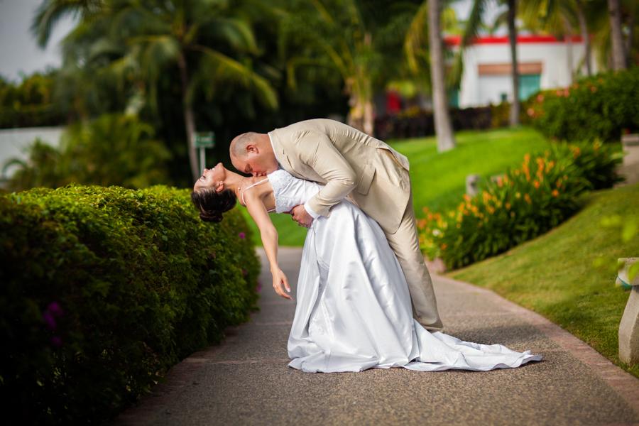 mayan-palace-puerto-vallarta-destination-wedding-photos-odin-castillo-photographer 42