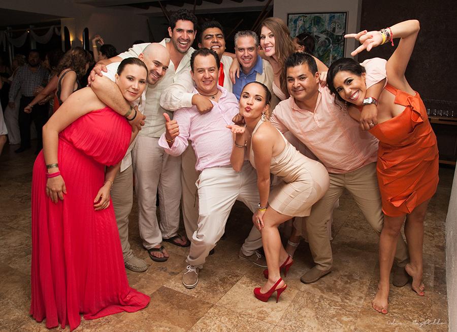 Puerto-Vallarta-Sheraton-Buganvilias-Destination-Wedding-Photos-odin-castillo-photography 30